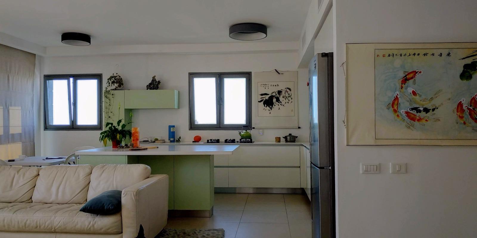 דירה להשכרה 5 חדרים 8,000₪ בחודש, בת ים