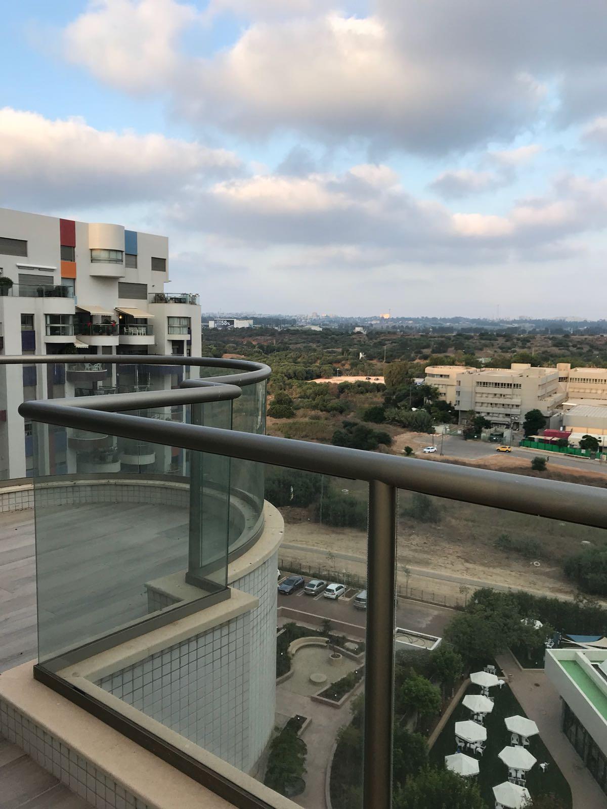 דופלקס להשכרה 5 חדרים 17,000₪ בחודש, תל אביב