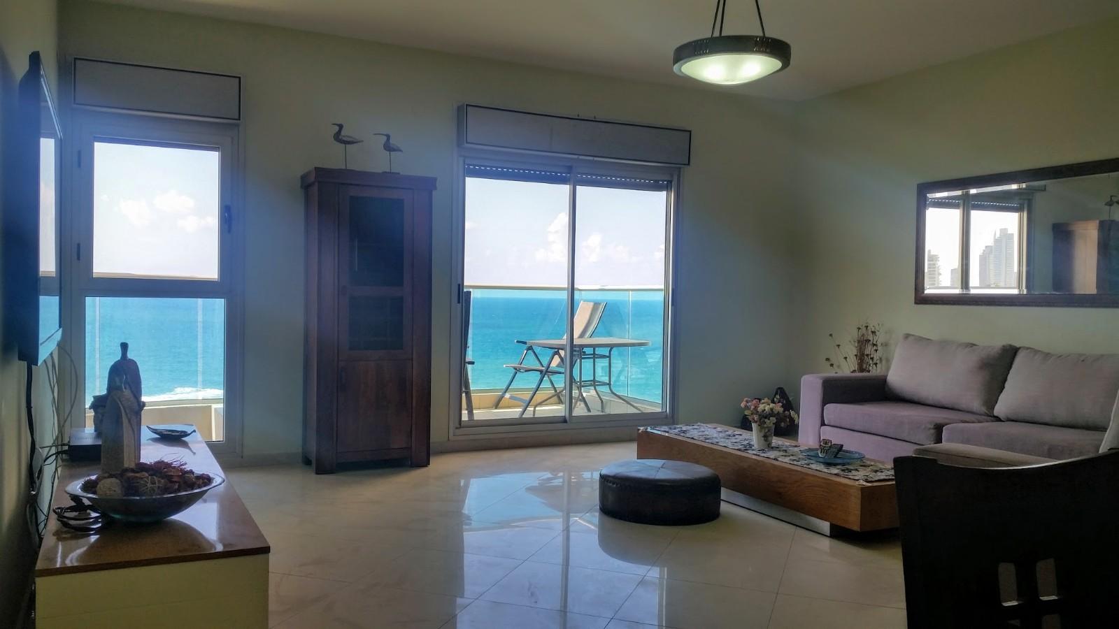 דירה להשכרה 4 חדרים 8,500₪ בחודש, בת ים