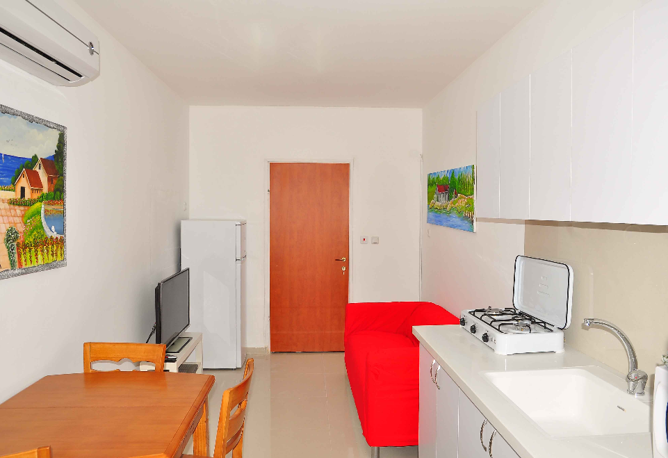 נתניה דירה להשכרה לתקופה קצרה  1.5 חדרים !price$ ללילה, נתניה