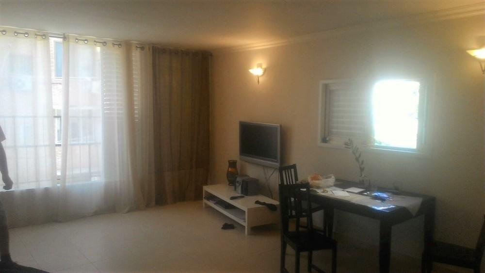 דירה להשכרה 3 חדרים 4,500₪ בחודש, בת ים