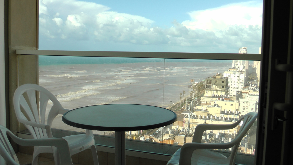 מלון לאונרדו להשכרה 2 חדרים 6,000₪ בחודש, בת ים
