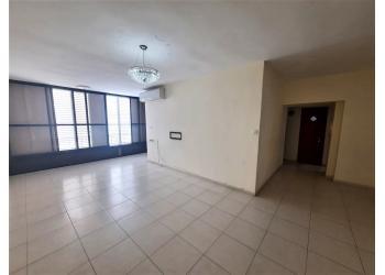 דירה למכירה 4 חדרים 1,750,000₪