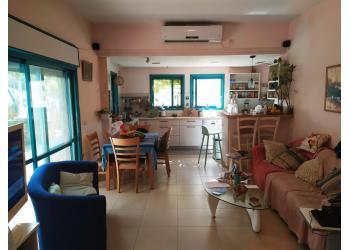 דירת גן להשכרה 6 חדרים 7,900₪ בחודש