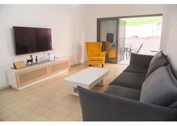 דירת גן להשכרה 2 חדרים 4,200₪ בחודש