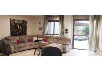 דירת גן להשכרה 5.5 חדרים 10,000₪ בחודש