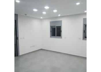 דירה למכירה 4 חדרים 1,800,000₪